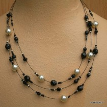 Black and white necklace 3R.