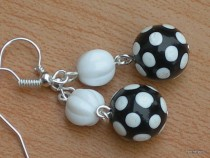 Earrings white dot on a black base with white bead