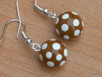 Earrings white dots on a brown base