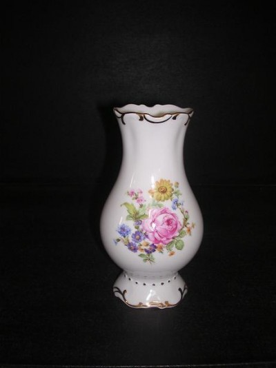 25 111 small vase embossed 16 cm.